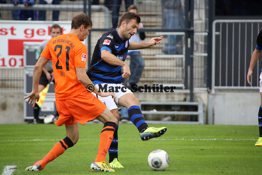 Edmond Kapllani (FSV) gegen Dominic Rau (Aue) - FSV Frankfurt vs. FC Erzgebirge Aue, Frankfurter Volksbank Stadion