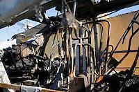 S&Atilde;O PAULO,SP,26 JUNHO 2012 - ONIBUS INCENDIADO <br /> Um &ocirc;nibus foi parado e incendiado na Rua L&iacute;rio do Vale proximo a Av.Arquiteto Vilanova Artigas,na regi&atilde;o de Sapopemba.FOTO ALE VIANNA / BRAZIL PHOTO PRESS