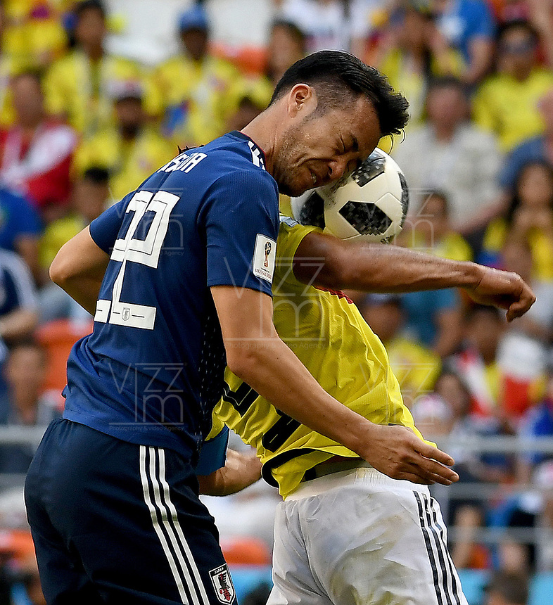 SARANSK - RUSIA, 19-06-2018: Wilmar BARRIOS (Der) jugador de Colombia disputa el balón con Maya YOSHIDA (Izq) jugador de Japón durante partido de la primera fase, Grupo H, por la Copa Mundial de la FIFA Rusia 2018 jugado en el estadio Mordovia Arena en Saransk, Rusia. /  Wilmar BARRIOS (R) player of Colombia fights the ball with Maya YOSHIDA (L) player of Japan during match of the first phase, Group H, for the FIFA World Cup Russia 2018 played at Mordovia Arena stadium in Saransk, Russia. Photo: VizzorImage / Julian Medina / Cont