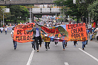 MEDELLÍN –COLOMBIA, 01-04-2013.   Un grupo de estudiantes marchan durante la conmemoración del Día Internacional del Trabajo en las calles de la ciudad de Medellín./ A group of students march and performance during International Work Day commemoration at Medellin streets.  Photo:  VizzorImage /Luis Ríos/Str