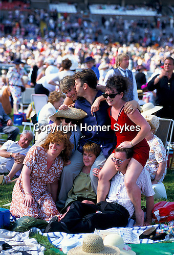 GROUP OF PEOPLE GATHER TOGETHER FOR PHOTOGRAPH AT THE ASCOT RACES,1980s.
