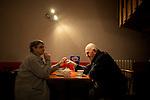 le 3 juillet 2013, Marcelle et Jean-Noel se sont rencontrés il y  a 5 ans en maison de retraite. Depuis, ils sont en couple et vivent à l'EHPAD Jacques Brel. Chaque Matin, ils se rendent dans le centre ville de Guipavas pour aller boire un thé et un chocolat chaud. Guipavas (29)