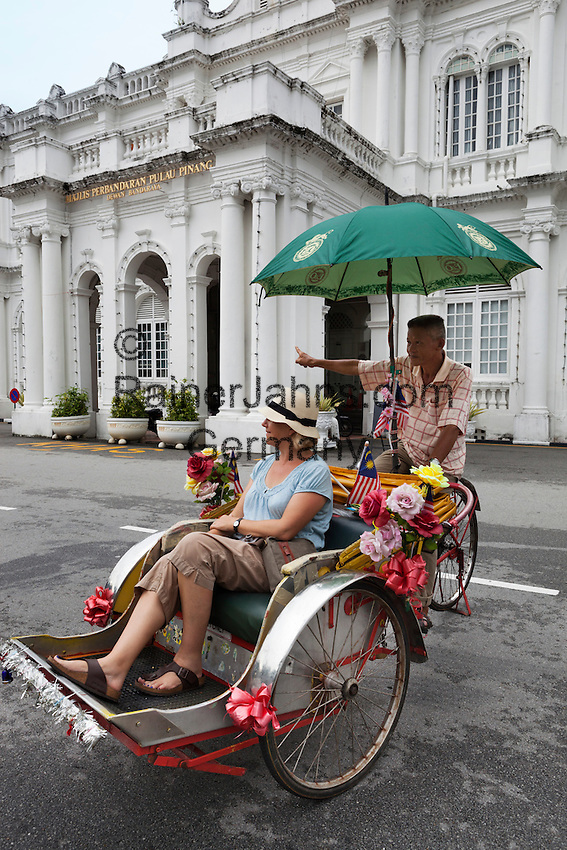 Malaysia, Pulau Penang, Georgetown: Rickshaw with tourist outside the City Hall   Malaysia, Pulau Penang, Georgetown: Sightseeing mit einer Rickshaw vor der City Hall