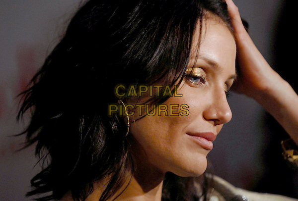 "CAMERON DIAZ.""The Holiday"" world premiere at the Ziegfeld Theater, New York, NY, USA..November 29th, 2006.headshot portrait gold eyeshadow make-up make up.CAP/ADM/PH.©Paul Hawthorne/AdMedia/Capital Pictures *** Local Caption ***"