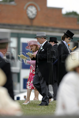 18 June 2004: Racegoers walking in the Royal Enclosure at Royal Ascot. Photo: Steve Bardens/Action Plus...040618 horse racing crowd couple