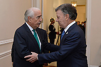 BOGOTA - COLOMBIA, 05-10-2016 Juan Manuel Santos, Presidente de Colombia recibe al expresidente de Colombia Andres Pastrana para encontrar una salida al proceso de paz después de la derrota del plebiscito que buscaba el aval de los colombiano al acuerdo de paz fiirmado entre el Gobierno de Colombia y las FARC-EP para poner fin al conflicto armado en Colombia. / Juan Manuel Santos, President of Colombia, receives to the former president of Colombia Andres Pastrana to find an exit of the peace process after of the defeat of plebiscite that was searching the approve of the Colombians of the peace agreement signed between Colombia Government and left guerrillas of FARC_EP to give the end of the armed conflict in Colombia. Photo: VizzorImage /  César Carrión - SIG / HANDOUT PICTURE; MANDATORY EDITORIAL USE ONLY/ NO MARKETING, NO SALES