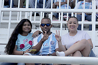 SAN ANDRES – COLOMBIA, 08-03-2020: Hinchas del Real San Andrés animan a su equipo durante partido por la fecha 6 del Torneo BetPlay DIMAYOR I 2020 entre Real San Andrés y Llaneros F.C. jugado en el estadio Erwin O'Neil de la ciudad de San Andrés. / Fans of Real San Andres cheer for their team during match for the for the date 6 as part of BetPlay DIMAYOR Tournament I 2020 between Real San Andres and Llaneros F.C. played at Erwin O'Neil stadium in San Andres city. Photos: VizzorImage / Guillermo Dickens / Cont