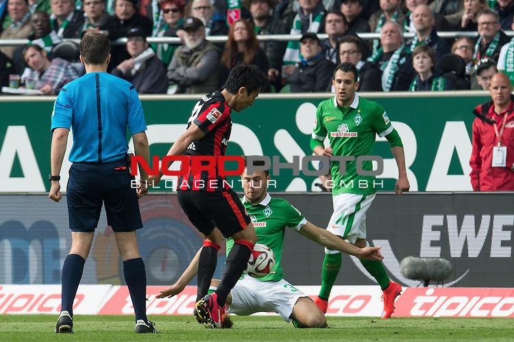 02.05.2015, Weser Stadion, Bremen, GER, 1.FBL. Werder Bremen vs Eintracht Frankfurt, im Bild<br /> <br /> <br /> Lukas F&ouml;rde / Friede (Bremen #39)<br /> Levin &Ouml;ztunali / Oeztunali (Bremen #11)<br /> Slobodan Medojevic (Eintracht Frankfurt)<br /> <br /> <br /> Foto &copy; nordphoto / Kokenge