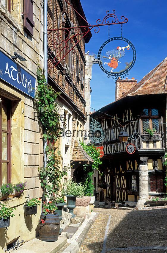 Frankreich, Burgund, Saône & Loire, Bourbon-Lancy: Burgunds einziges Thermalbad, malerische Altstadt | France, Burgundy, Saône & Loire, Bourbon-Lancy: Burgundy's only thermal bath, picturesque old town