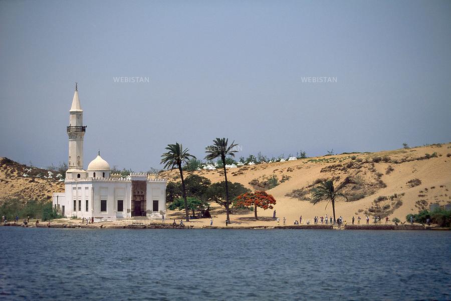 ..Egypt. Nile Delta. 1996. Mausoleum of a saint on the banks of the Nile....Egypte. Delta du Nil. 1996. Mausolee d'un saint sur les rives du Nil.