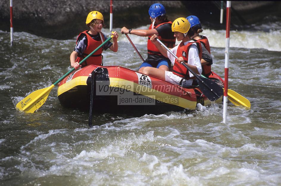 Europe/France/Auvergne/03/Allier/Vichy: Rafting sur la rivière artificielle du centre omnisports