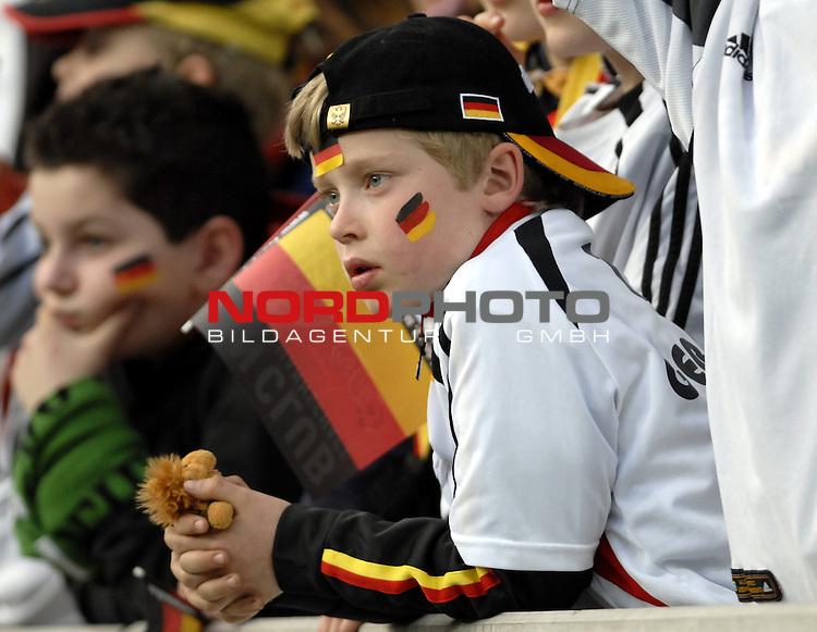 Freundschaftsspiel Vorbereitung EM 2007 <br /> <br /> Deutschland (GER) - Daenemark (DNK) 0 - 1<br /> <br /> Feature - Deutscher Fan<br /> <br /> Foto &copy; nph (  nordphoto  )  *** Local Caption ***