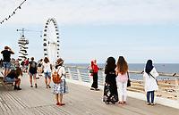 Nederland Scheveningen  2017 .  Een dagje naar het strand. De Pier met reuzenrad. Foto mag niet in negatieve context gebruikt worden.     Foto Berlinda van Dam / Hollandse Hoogte