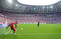 FUSSBALL   1. BUNDESLIGA  SAISON 2012/2013   7. Spieltag FC Bayern Muenchen - TSG Hoffenheim    06.10.2012 Eckball in der Allianz Arena von Xherdan Shaqiri (FC Bayern Muenchen)