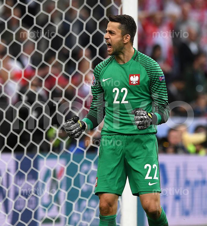 FUSSBALL EURO 2016 GRUPPE C IN PARIS Deutschland - Polen    16.06.2016 Lukasz Fabianski (Polen) freut sich nach dem Abpfiff