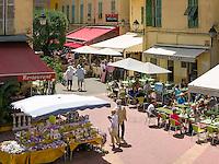 France, Provence-Alpes-Côte d'Azur, Menton: market in old town at square Place du Cap | Frankreich, Provence-Alpes-Côte d'Azur, Menton: Markt in der Altstadt am Place du Cap