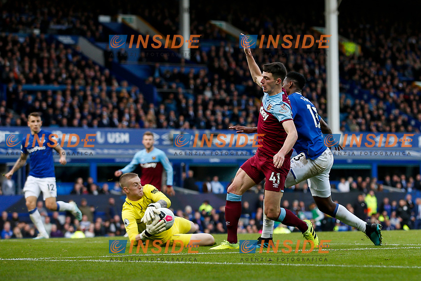 Jordan Pickford of Everton saves from Declan Rice of West Ham United during the Premier League match between Everton and West Ham United at Goodison Park on October 19th 2019 in Liverpool, England. (Photo by Daniel Chesterton/phcimages.com)<br /> Foto PHC/Insidefoto <br /> ITALY ONLY