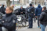 Anlaesslich der Teilnahme von Bundeskanzlerin Angela Merkel (CDU) und dem griechischen Ministerpraesident Kyriakos Mitsotakis, am Wirtschaftsforum in Berlin am Montag den 9. Maerz 2020 protestierten ca. 150 Menschen vor der Veranstaltung fuer eine Oeffnung der EU-Grenzen und die Aufnahme der Fluechtlinge, die von der griechischen Regierung mit Waffengewalt an einer Einreise gehindert werden.<br /> Im Bild: Der griechische Ministerpraesident Kyriakos Mitsotakis (Bildmitte) bei der Ankunft. Mitsotarkis blickt zu den Demonstranten.<br /> 9.3.2020, Berlin<br /> Copyright: Christian-Ditsch.de<br /> [NUR FUER REDAKTIONELLE ZWECKE! Werbung nur auf Anfrage beim Fotografen. Inhaltsveraendernde Manipulation des Fotos nur nach ausdruecklicher Genehmigung des Fotografen. Vereinbarungen ueber Abtretung von Persoenlichkeitsrechten/Model Release der abgebildeten Person/Personen liegen nicht vor. NO MODEL RELEASE! Don't publish without copyright Christian-Ditsch.de, Veroeffentlichung nur mit Fotografennennung, sowie gegen Honorar, MwSt. und Beleg. Konto: I N G - D i B a, IBAN DE58500105175400192269, BIC INGDDEFFXXX, Kontakt: post@christian-ditsch.de<br /> Bei der Bearbeitung der Dateiinformationen darf die Urheberkennzeichnung in den EXIF- und  IPTC-Daten nicht entfernt werden, diese sind in digitalen Medien nach §95c UrhG rechtlich geschuetzt. Der Urhebervermerk wird gemaess §13 UrhG verlangt.]