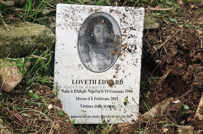 Tomba di Loveth Edward nel cimitero di Palermo, vittima della tratta uccisa da un cliente.<br /> Loveth Edward's tomb in Palermo cemetery,Loveth was a victim of human trafficking murdered by a client.