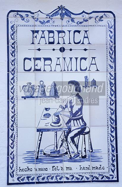 Europe/Espagne/Baléares/Minorque/Mahon : Fabrique de céramique traditionnelle - Enseigne