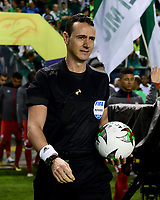 PALMIRA - COLOMBIA, 13-11-2019: Wilmar Roldan, arbitro, durante partido entre Deportivo Cali e Independiente Santa Fe por la fecha 2, cuadrangulares semifinales, de la Liga Águila II 2019 jugado en el estadio Deportivo Cali de la ciudad de Palmira. / Wilmar Roldan, referee, during match between Deportivo Cali and Independiente Santa Fe for the date 2, quadrangular semifinals, as part Aguila League II 2019 played at Deportivo Cali stadium in Palmira city. Photo: VizzorImage / Nelson Rios / Cont