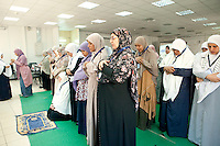 Muslim Sisters pray during a multimedia lecture by Dr Manal Abul Hassan, in FJP headquarters in Downtown, Cairo. Egypt, October 2012.<br /> (assignment for the Financial Times)