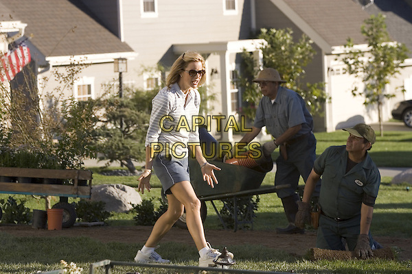TEA LEONI.in Fun With Dick And Jane.*Filmstill - Editorial Use Only*.CAP/NFS.Supplied by Capital Pictures.