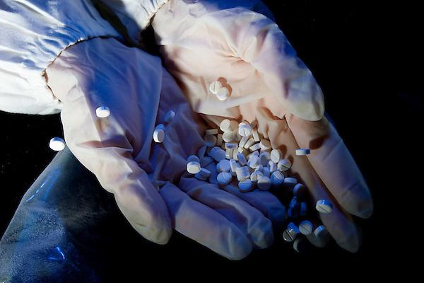 Belo Horizonte_MG, Brasil...Laboratorios da FUNED ( Fundacao Ezequiel Dias ). Na foto detalhe de pilulas...FUNED ( Fundacao Ezequiel Dias ) laboratory. In this photo detail of pills. ..FOTO: LEO DRUMOND / NITRO.