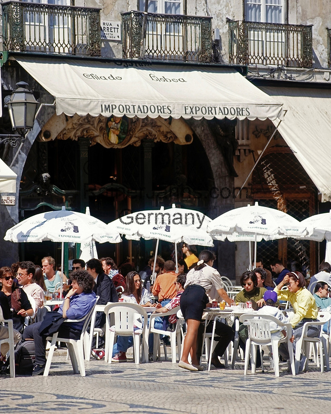 Portugal, Lissabon: Cafe A Brasileira in der Rua Garrett | Portugal, Lisbon: Cafe A Brasileira at Rua Garrett