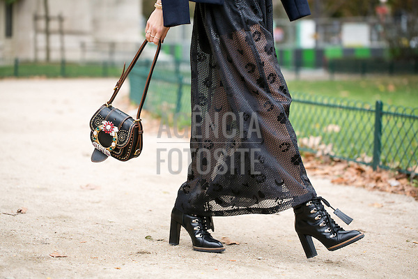 Street Style<br /> <br /> Paris - Verao 2017<br /> <br /> Outubro 2016<br /> <br /> Olivier Degoulange/FOTOSITE