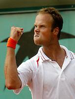 27-05-2004, Paris, tennis, Roland Garros, Martin Verkerk in zijn partij tegen Hanescu