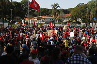 VALINHOS, SP, 20.07.2019: PROTESTO-SP - Integrantes do MST (Movimento dos Trabalhadores Rurais Sem Terra) realizam uma caminhada e um ato político na praça Washington Luis em Valinhos, interior de São Paulo, na manhã deste sábado (20) em protesto contra a morte de Luis Ferreira da Costa, que foi atropelado durante um manifestação em frente ao acampamento Marielle Vive. (Foto: Luciano Claudino/Código19)