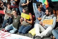 Roma, 22 Settembre 2016<br /> Flash mob di donne e giovania Piazza di Spagna  per protestare contro il Fertily Day promosso dal ministero della salute.<br /> Le e i giovani con pance finte e cartelli espongono cartelli con scritto: in attesa di... diritti, contratti di lavoro, cittadinanza