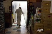 Jesus stops in Los Primos for a restroom break.