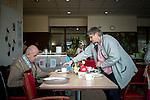 le 3 juillet 2013, Marcelle et Jean-Noel mangent chaque midi ensemble à l'ehpad Jacques Brel (29).