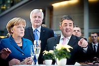 Bundeskanzlerin Angela Merkel (CDU), Bayerns Ministerpraesident Horst Seehofer (CSU) und Bundeswirtschaftsminister und Vizekanzler Sigmar Gabriel (SPD) posieren am Montag (16.12.13) in Berlin nach der Unterzeichnung des Koalitionsvertrages.<br /> <br /> Foto: Axel Schmidt/CommonLens<br /> <br /> <br /> Berlin, Germany, politics, Deutschland, 2013, Gro&szlig;e Koalition, Groko, Koalition, SPD, Koalitionsvertrag