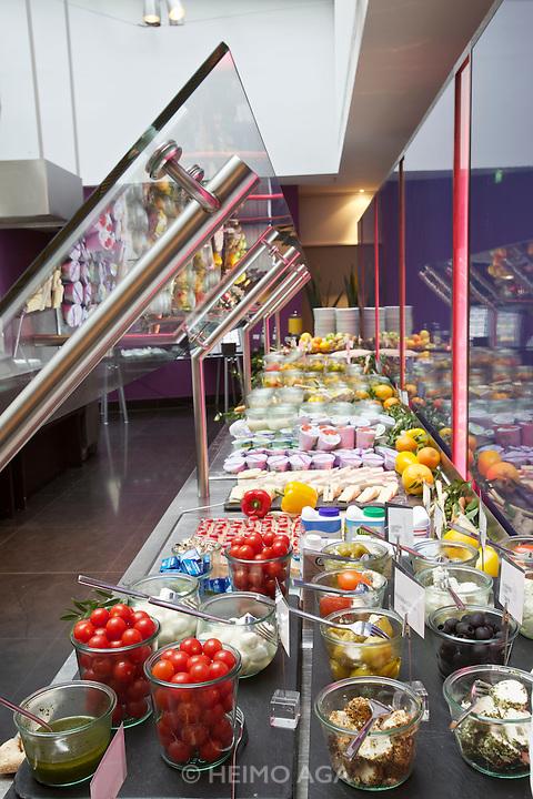 Vienna. Le Meridien Hotel. Restaurant Shambala. The Breakfast Buffet.
