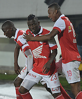 BOGOTÁ-COLOMBIA-03-04-2014.  Jefferson Cuero (C) jugador de Independiente Santa Fe de Colombia celebra un gol anotado a Atlético Mineiro de Brasil durante partido de vuelta por la primera fase, llave G4, de la Copa Bridgestone Libertadores en el estadio Nemesio Camacho El Campin, de la ciudad de Bogota. / Jefferson Cuero (C) player of Independiente Santa Fe of Colombia celebrates a goal scored to Atletico Mineiro of Brazil in a match for the second leg for the first phase, G4 key, of the Copa Bridgestone Libertadores in the Nemesio Camacho El Campin in Bogota city.  Photo: VizzorImage/ Gabriel Aponte /Staff
