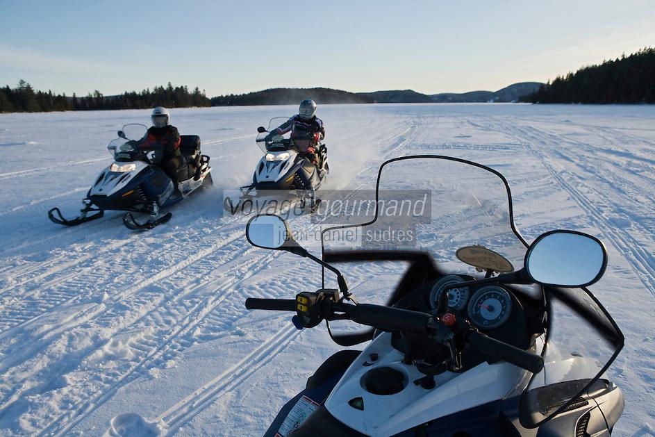 Amérique/Amérique du Nord/Canada/Québec/Mauricie/Saint-Alexis-des-Monts:  Motoneige sur le  du lac  Sacacomie