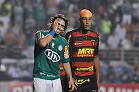 ATENÇÃO EDITOR: FOTO EMBARGADA PARA VEÍCULOS INTERNACIONAIS - SÃO PAULO, SP, 06 DE SETEMBRO DE 2012 - CAMPEONATO BRASILEIRO - PALMEIRAS x SPORT: Valdivia (e) durante partida Palmeiras x Sport Recife, válida pela 22ª rodada do Campeonato Brasileiro no Estádio do Pacaembú. FOTO: LEVI BIANCO - BRAZIL PHOTO PRESS