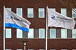 NIEUWEGEIN / UTRECHT - Wapperende vlaggen voor het hoofdkantoor van Ballast Nedam tonen de logo's van Ballast Nedam het het Turkse moederbedrijf Renaissance. COPYRIGHT TON BORSBOOM