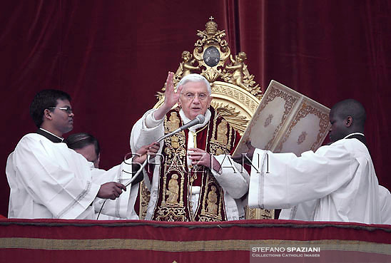 Pope Benedict XVI delivers the Urbi et Orbi (to the city and to the world) Christmas Day message from the central balcony of St. Peter's Basilica in Vatican City, 25 December 2012.