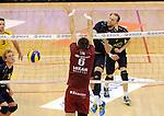 2015-10-28 / Volleybal / seizoen 2015-2016 / Antwerpen - Amigos / Pieter Relecom (Amigos) geraakt niet voorbij het blok van Georg Klein<br /><br />Foto: Mpics.be