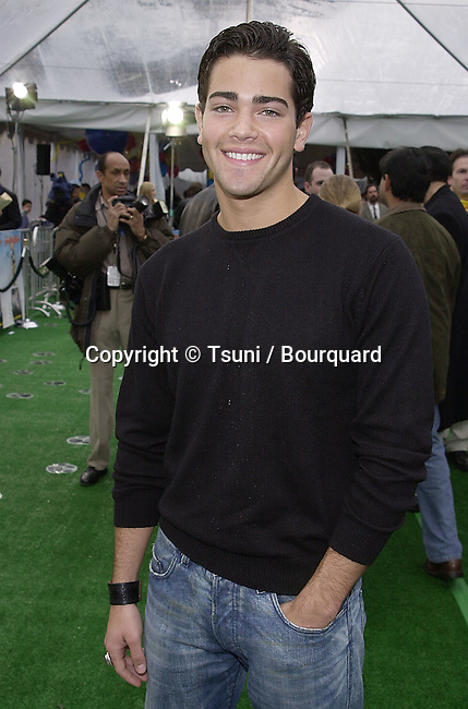 Jesse Metcalf arriving at the 1ere of See Spot Run at the Chinese Theatre in Los Angeles  02/25/2001            -            MetcalfJesse04.jpg