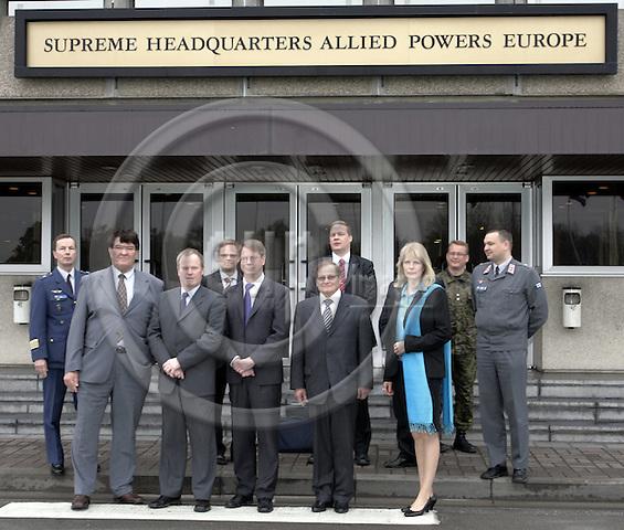 MONS- BELGIUM - 26 APRIL 2006-- The Finnish Defence Committee visiting SHAPE (Supreme Headquarters of Allied Powers Europe) / NATO. -- Group picture from left: Colonel Kai VAINIO, Kalevi LAMMINEN, Seppo LAHTELA, Janne KUUSELA, Jaakko LAAKSO, Lauri OINONEN, Heikki SAVULA, Saara KARHU, Kjell TÖRNER (Toerner), Janne ILOMÄKI (Ilomaeki, Ilomaki). --PHOTO: JUHA ROININEN / EUP-IMAGES