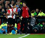 Nederland, Rotterdam, 30 oktober 2013<br /> KNVB Beker<br /> Seizoen 2013-2014<br /> Feyenoord-HSV Hoek<br /> Samuel Armenteros (l.) wordt gewisseld voor Mitchell te Vrede (2e van r.) van Feyenoord.