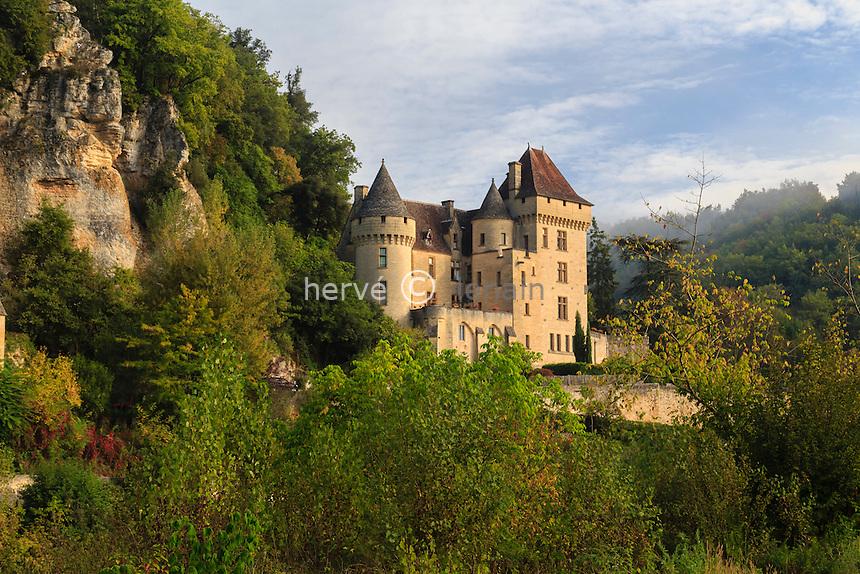 France, Dordogne (24), Vézac, le Chateau de la Malartrie à l'entrée du village de La Roque-Gageac // France, Dordogne, Vezac, Malartrie Castle at the entrance of the village of La Roque Gageac