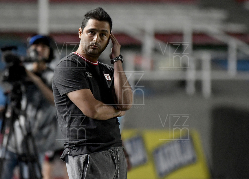 CALI - COLOMBIA, 30-08-2019: Andres Usme técnico del América gesticula durante partido por los cuartos de final vuelta de la Liga Femenina Aguila 2019 entre América de Cali y Atlético Nacional jugado en el estadio Pascual Guerrero de la ciudad de Cali. / Andres Usme coach of America de Cali gestures during second leg match for the quaterfinals as part of Aguila Women League 2019 between America de Cali and Atletico Nacional played at Pascual Guerrero stadium in Cali. Photo: VizzorImage / Gabriel Aponte / Staff