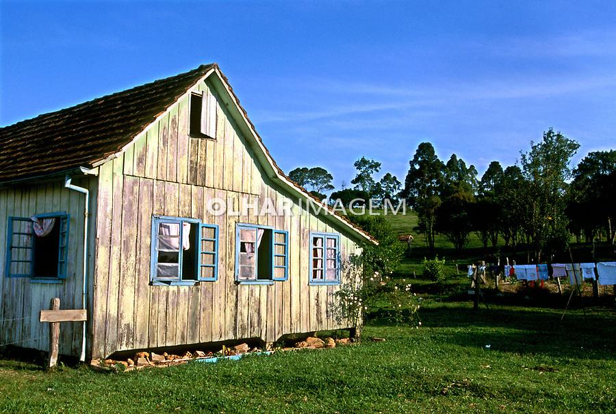 Casa no Vale do Itajaí, Santa Catarina. 1986. Foto de Stefan Kolumban.