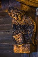 Europe/Allemagne/Bade-Würrtemberg/Forêt Noire/Baiersbronn-Tonbach: Hôtel: Traube Tonbach - Restaurant: Köhlerstube à l'hôtel Traube Tonbach, détail des sculptures traditionnelles sur bois de la salle de restaurant